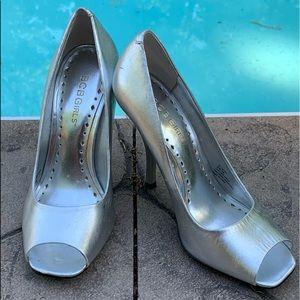 BCBG Girls Silver Leather Peep Toe Heels 6
